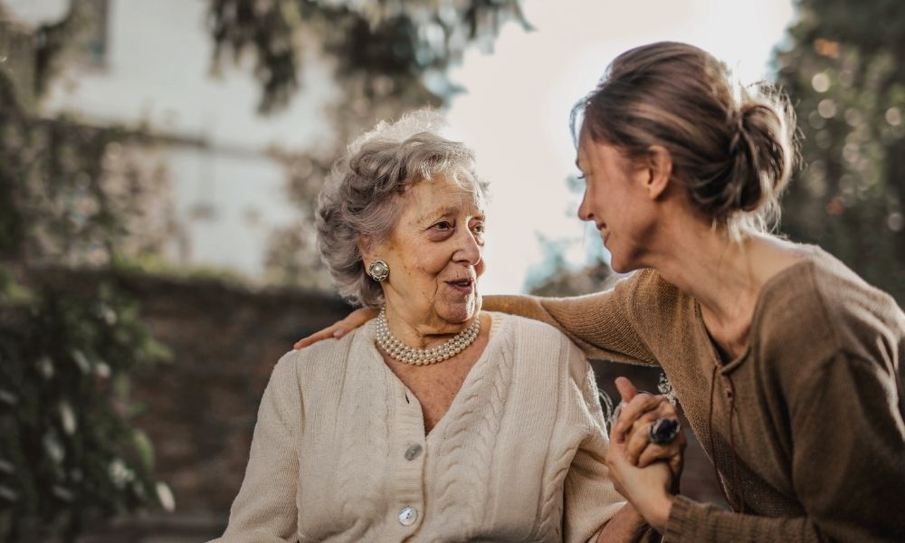 descubre los consejos y recomendaciones para el cuidado de ancianos