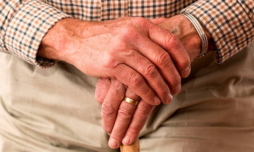 Cuidado de personas mayores: 5 consejos para garantizar su bienestar