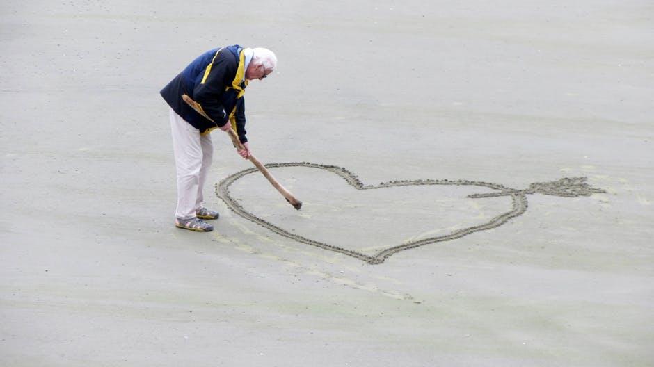 Consejos para cuidar personas mayores en verano