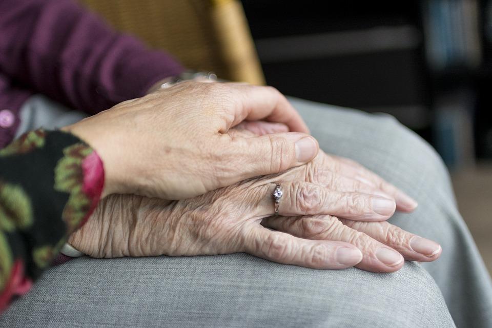 Cuidado de personas mayores: las enfermedades más comunes